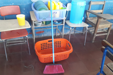 stedenband-delft-esteli-samen-rijk-caja-chica-school-schoonmaakartikelen